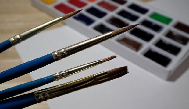 best acrylic paint brushes for miniatures